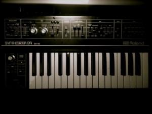 SH 09 300x225 Roland SH 09 Soundbeispiel   ein Analogsynth und vier Hände